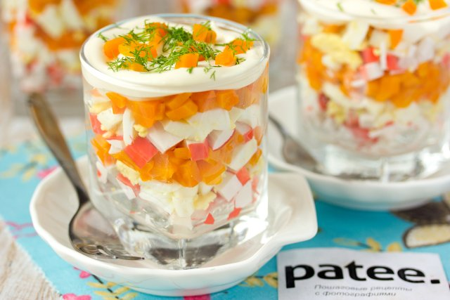 Салат из крабовых палочек с яйцом и морковью