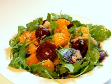 Рецепт Салат из киноа с рукколой, свеклой и мандаринами