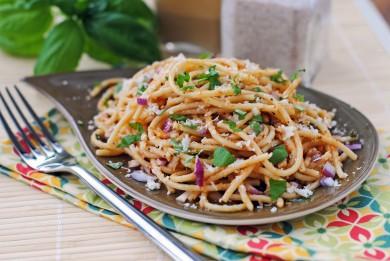 Рецепт Салат из пасты с сыром и базиликом под томатным соусом
