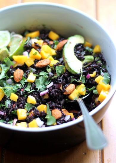 Рецепт Салат из черного риса с манго и авокадо