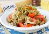Необычный салат из баклажанов с помидорами и луком