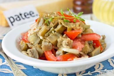 Рецепт Необычный салат из баклажанов с помидорами и луком