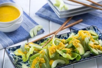Рецепт Огуречный салат с авокадо и морковным соусом