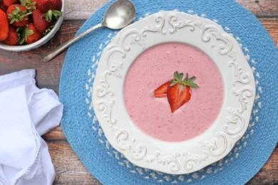Клубнично-йогуртовый суп