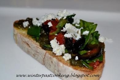 Рецепт Брускетта со шпинатом и оливками