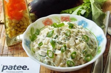 Рецепт Салат с баклажаном и зеленым горошком