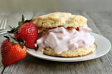 Рецепт Песочное печенье с клубничным йогуртом