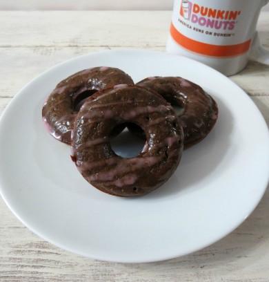 Рецепт Шоколадные пончики с вишней
