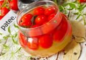 Пикантные маринованные помидоры черри
