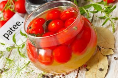 Рецепт Пикантные маринованные помидоры черри