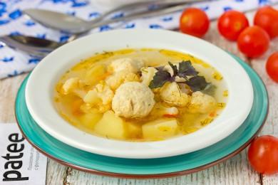 Рецепт Суп с куриными фрикадельками, цветной капустой и горошком