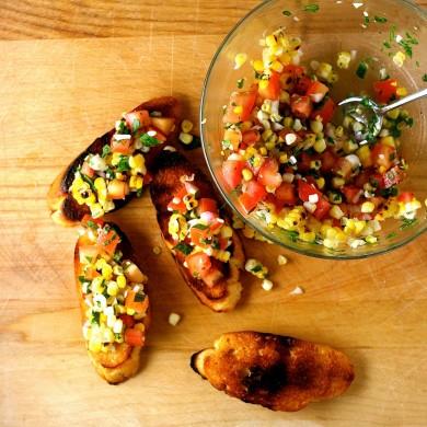 Рецепт Брускетта из жареной кукурузы с помидорами