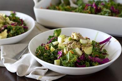 Рецепт Салат из капусты с морковью и авокадо