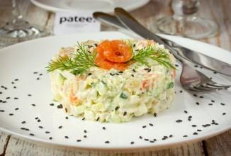 Праздничный салат с сёмгой - рецепт с фотографиями