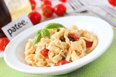 Рецепт Домашняя лапша с помидорами черри и базиликом