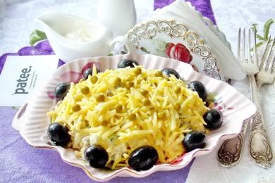 Рецепт Салат из индейки с сыром и зеленым горошком