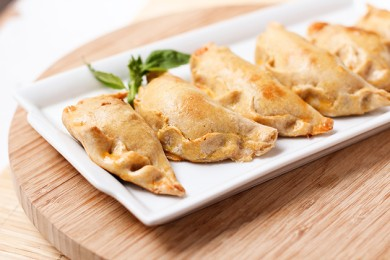 Рецепт Эмпанадас с сыром и помидорами
