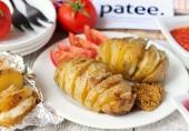 Картофельные гармошки с салом и луком