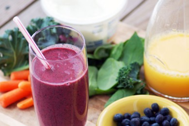 Рецепт Смузи с морковью, зеленью и ягодами