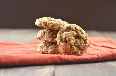 Рецепт Овсяное печенье с орехами и изюмом