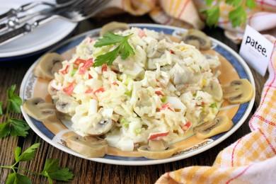Рецепт Салат с маринованными грибами и крабовыми палочками