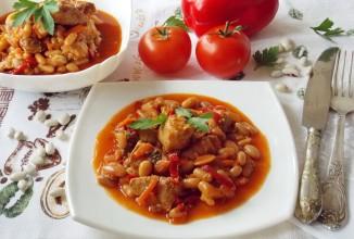 Свинина с фасолью в томатном соусе - приготовление