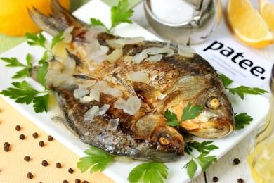 Рецепт Караси, запечённые с луком