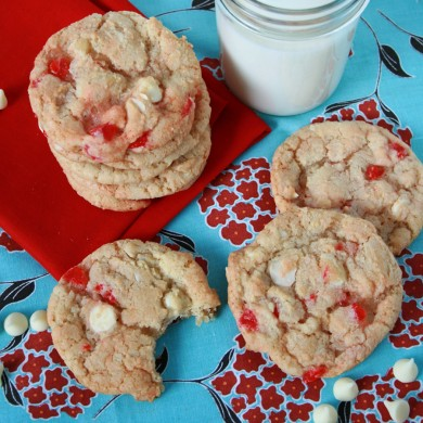 Печенье с миндалем, вишней и шоколадом