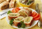 Мясной рулет с картофелем и грибами