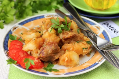 Рецепт Свинина с картофелем в мультиварке — рецепт для мультиварки