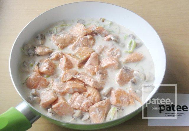 Форель с грибами в сливочном соусе рецепт