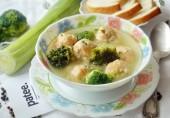 Суп с фрикадельками из семги и картофеля