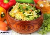 Салат с кукурузой, морковью и кунжутом