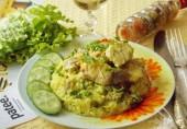 Тунец в вине с рисом и грибами