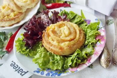 Розы из рыбы и картофельного пюре