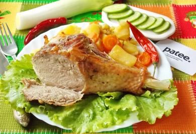 Рецепт Голень индейки запеченная с овощами