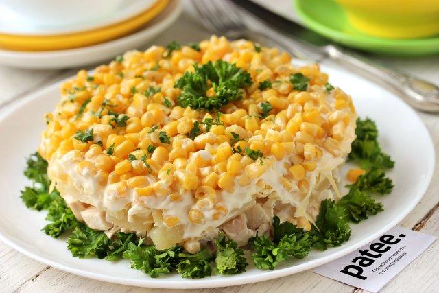 Салат курица с ананасами и кукурузой