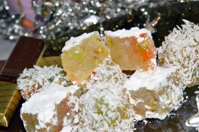 Рецепт Рахат-лукум с фисташками и цукатами с сиропом из дюшеса