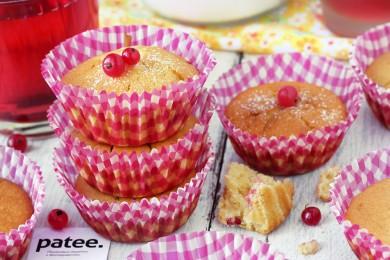 Рецепт Кукурузные кексы с красной смородиной