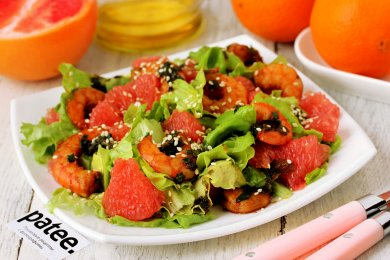 Рецепт Салат с грейпфрутом и креветками