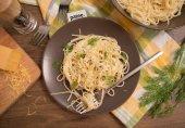 Спагетти с луком-пореем в сливочном соусе