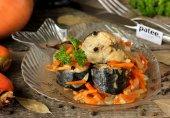 Скумбрия, тушеная с морковью и луком