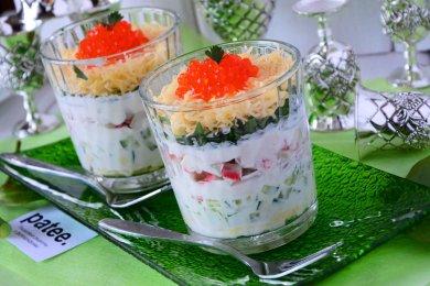 Рецепт Салат с крабовыми палочками, сыром и красной икрой