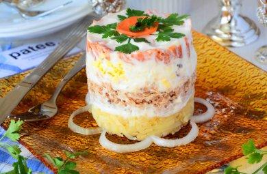 Рецепт Салат с консервированной горбушей и овощами