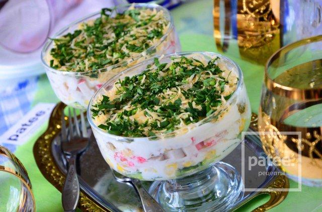 салат с крабовыми палочками кукурузой и шампиньонами рецепт