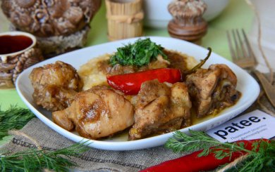 Рецепт Жареное куриное бедро с луком и вином