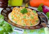 Салат из вареной моркови с зелёным горошком и яйцами