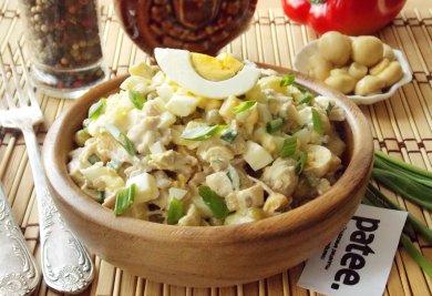 Рецепт Салат с отварной курицей и маринованными грибами