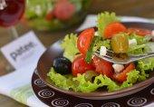 Салат с овощами и мягкой брынзой