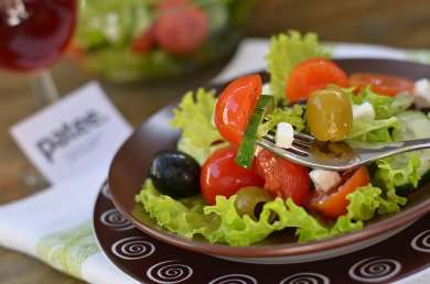 Рецепт Салат с овощами и мягкой брынзой
